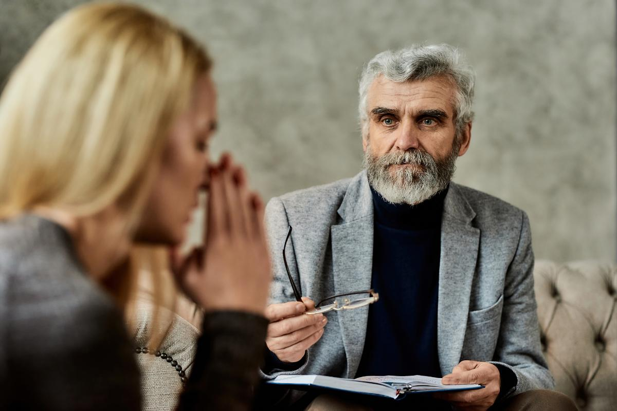 effective therapist treating woman in Florida